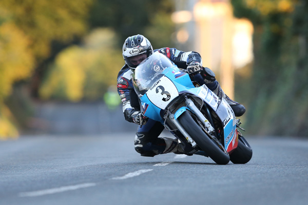 Michael Dunlop once more seized control of the Superbike Classic TT qualifying with a lap in excess of 125mph