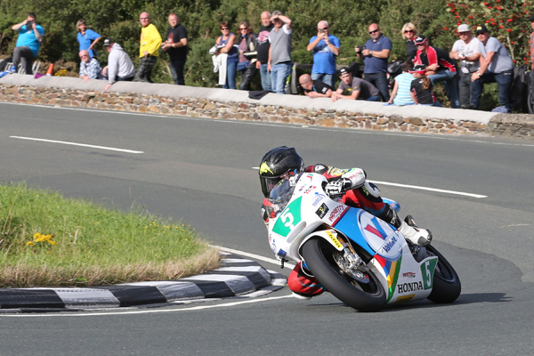 Bruce Anstey sweeps through the Gooseneck during the Sure Lightweight Race