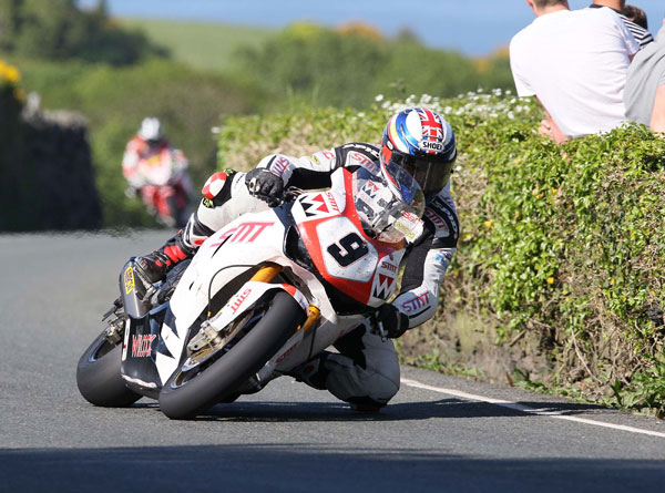 Dan Stewart in action on the SMT Honda at TT 2013