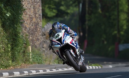 Ian Hutchinson, Greeba TT 2016 - click to enlarge
