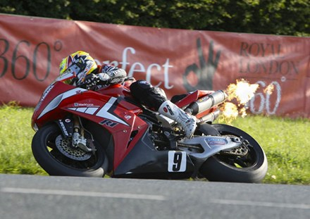 Ian Lougher Sulby Bridge Superbike Practice TT 2009  - click to enlarge
