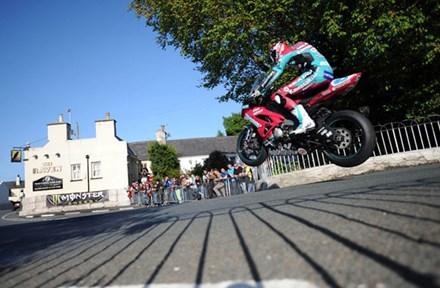 Conor Cummins Ballaugh Bridge TT 2010 3rd Practice - click to enlarge