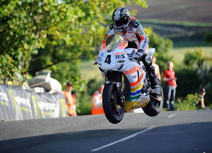 Ian Hutchinson Superbike Ballaugh Bridge - click to enlarge