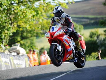 Michael Dunlop Ballaugh Bridge TT 2010 - click to enlarge