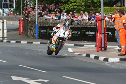Ian Hutchinson St Ninians Superbike TT 2010 - click to enlarge