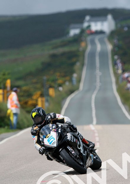 Bruce Anstey 2009 Supersport at the Creg - click to enlarge