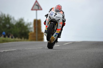 Ian Hutchinson Ulster 2010 - click to enlarge