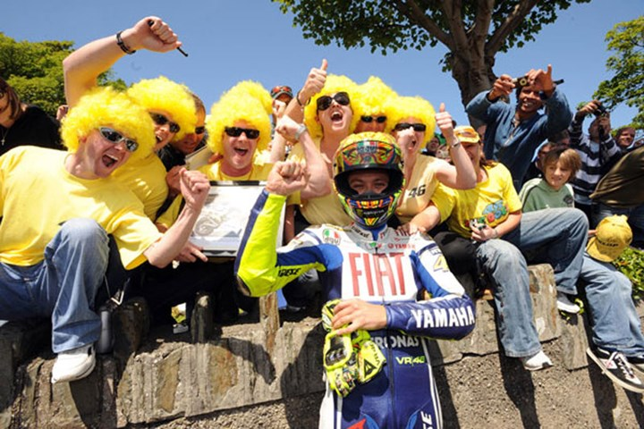 Rossi TT 2009 Yellow Wigs - click to enlarge