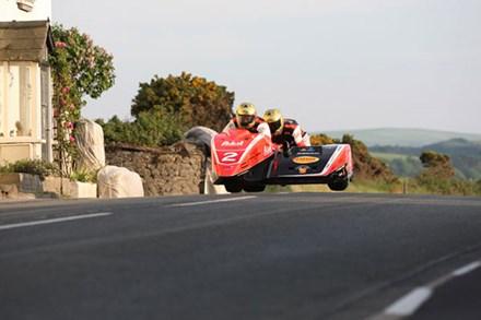 Dave Molyneux Dan Sayle Rhencullen TT 2009 - click to enlarge