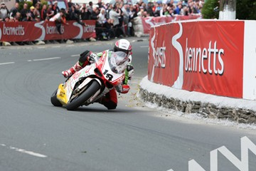 Michael Rutter TT 2011 Superbike Race Ginger Hall - click to enlarge