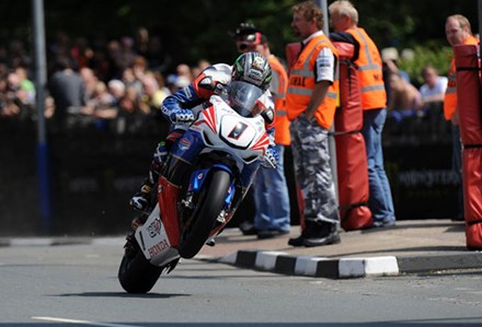 John McGuinness TT 2011 Superbike Race St Ninians - click to enlarge