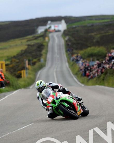 Michael Dunlop TT 2011 Superstock Creg ny Baa - click to enlarge