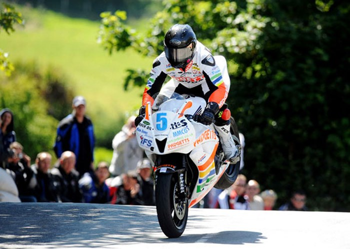 Bruce Anstey TT 2011 Supersport 1 Winner Ballaugh - click to enlarge
