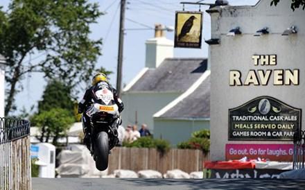 Guy Martin TT 2011 Supersport 1 Race Ballaugh