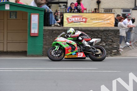 Michael Dunlop TT 2011 Superstock Ballaugh - click to enlarge