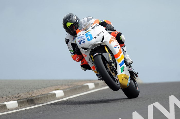 Bruce Anstey North West 200 2011 Black Hill - click to enlarge