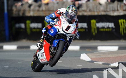 John McGuinness TT 2011 St Ninian's on way to Senior