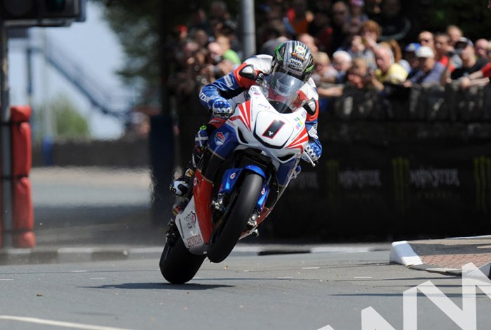 John McGuinness TT 2011 St Ninian's on way to Superbike win. - click to enlarge