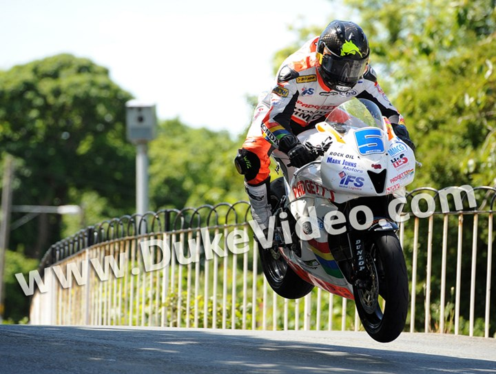 Bruce Anstey TT 2012 Ballaugh - click to enlarge