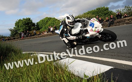 Michael Dunlop TT 2012 on his way to victory Supersport 2 - click to enlarge