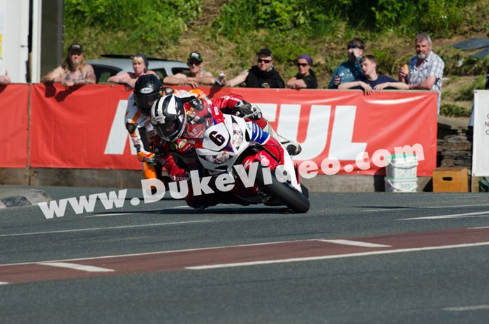 Anstey vs. Dunlop. Quarterbridge, Senior, TT 2013 - click to enlarge