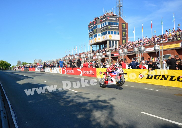 Michael Dunlop Grandstand TT 2013 - click to enlarge