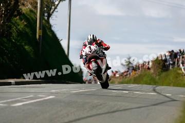 Michael Dunlop's big wheelie TT 2013 - click to enlarge
