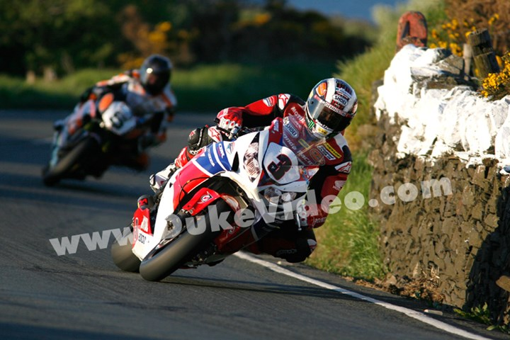 John McGuinness leads Bruce Anstey TT 2013 - click to enlarge