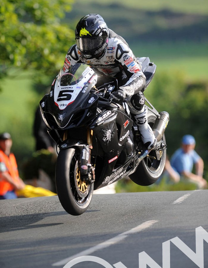 Bruce Anstey Ballaugh Bridge Supersbike Practice TT2009  - click to enlarge