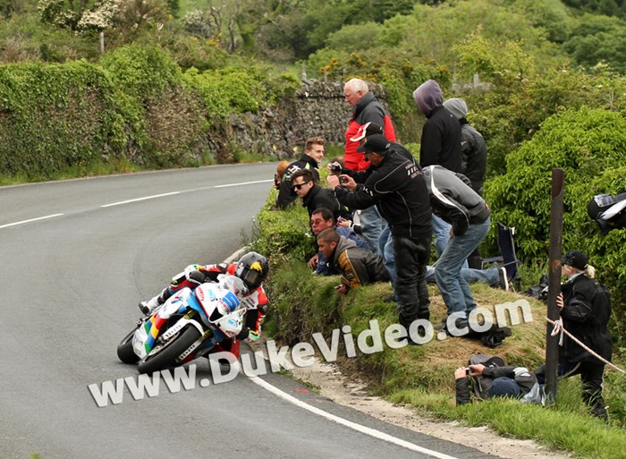TT 2014 Bruce Anstey at Waterworks - click to enlarge