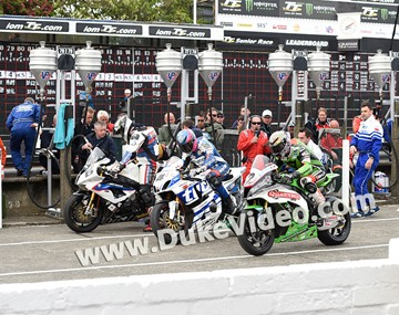 Michael Dunlop, Guy Martin and James Hillier in the pits - click to enlarge