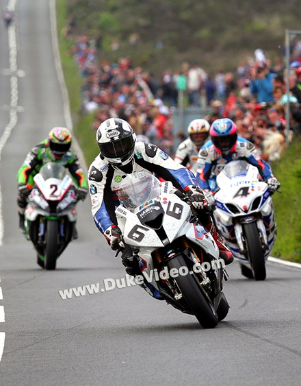 Michael Dunlop leads the pack in to Creg-ny-Baa - click to enlarge
