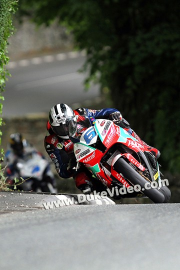 Michael Dunlop followed by Guy Martin at Greeba, TT 2014 - click to enlarge