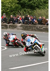 TT 2014 Bruce Anstey followed by Michael Dunlop, Gooseneck