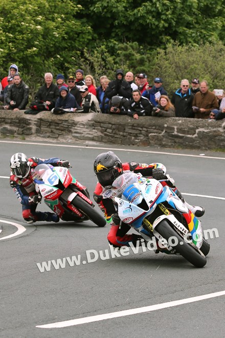 TT 2014 Bruce Anstey followed by Michael Dunlop, Gooseneck - click to enlarge