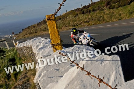 Bruce Anstey Mountain TT 2015 - click to enlarge